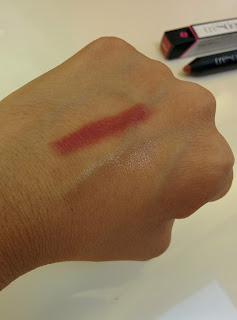 trèStiQue Florence Fig and Rose Balm swatches in bathroom