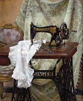 Reemplazar correa de una máquina de coser antigua con correas hechas de tela y otros materiales