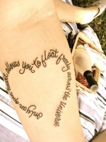 Tatuagem Frase em Forma de Coração