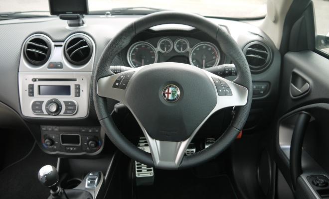 Alfa Romeo Mito TwinAir cockpit