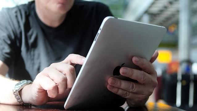 Uno de cada 10 hombres solteros prefiere tener un iPad que una nueva pareja, según encuesta.