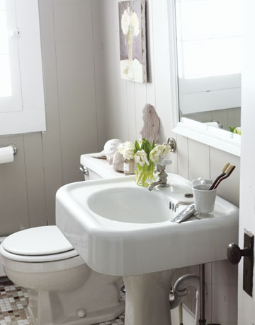 Quirky Bathroom Sinks to da loos: putting pedestal sinks on a pedestal