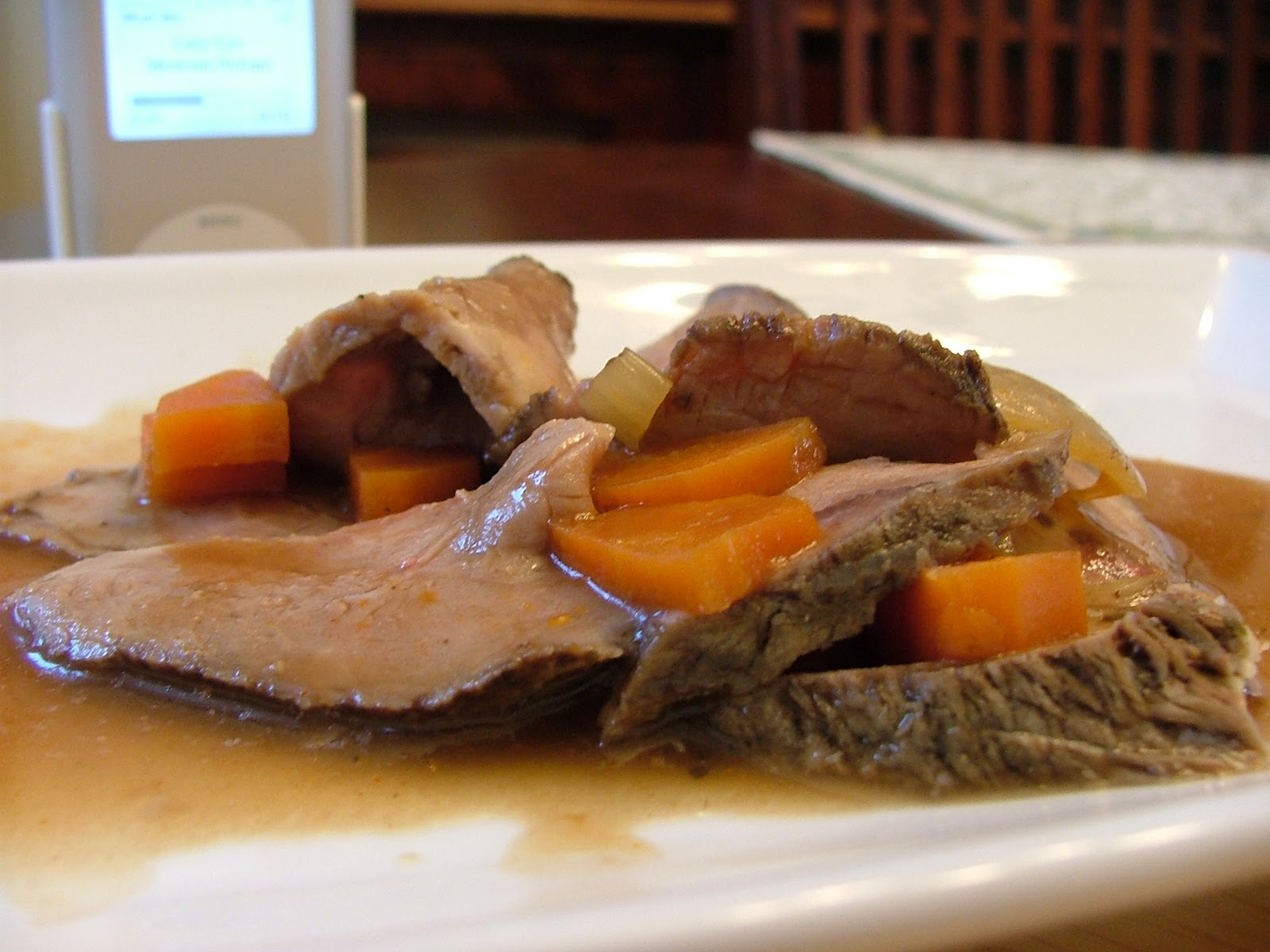how to cook cross rib roast in slow cooker