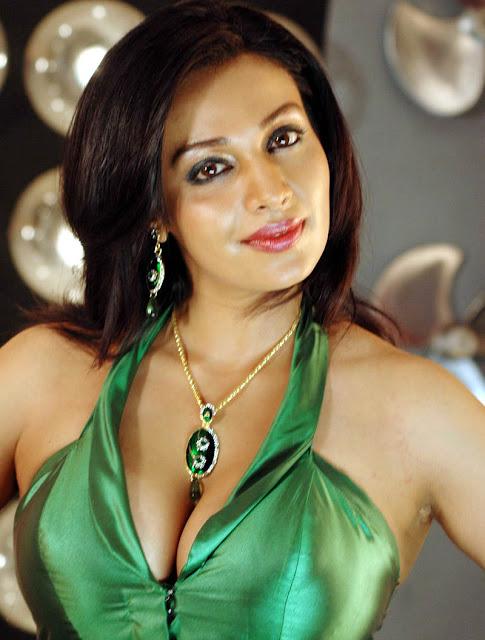 Asha Saini hot boob show pics hot images