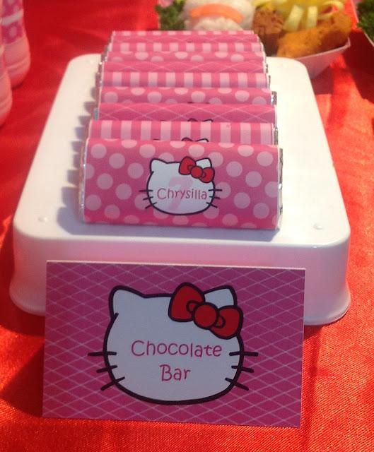 Coklat kit kat aku buka bungkusnya... dan jadilaaahhh