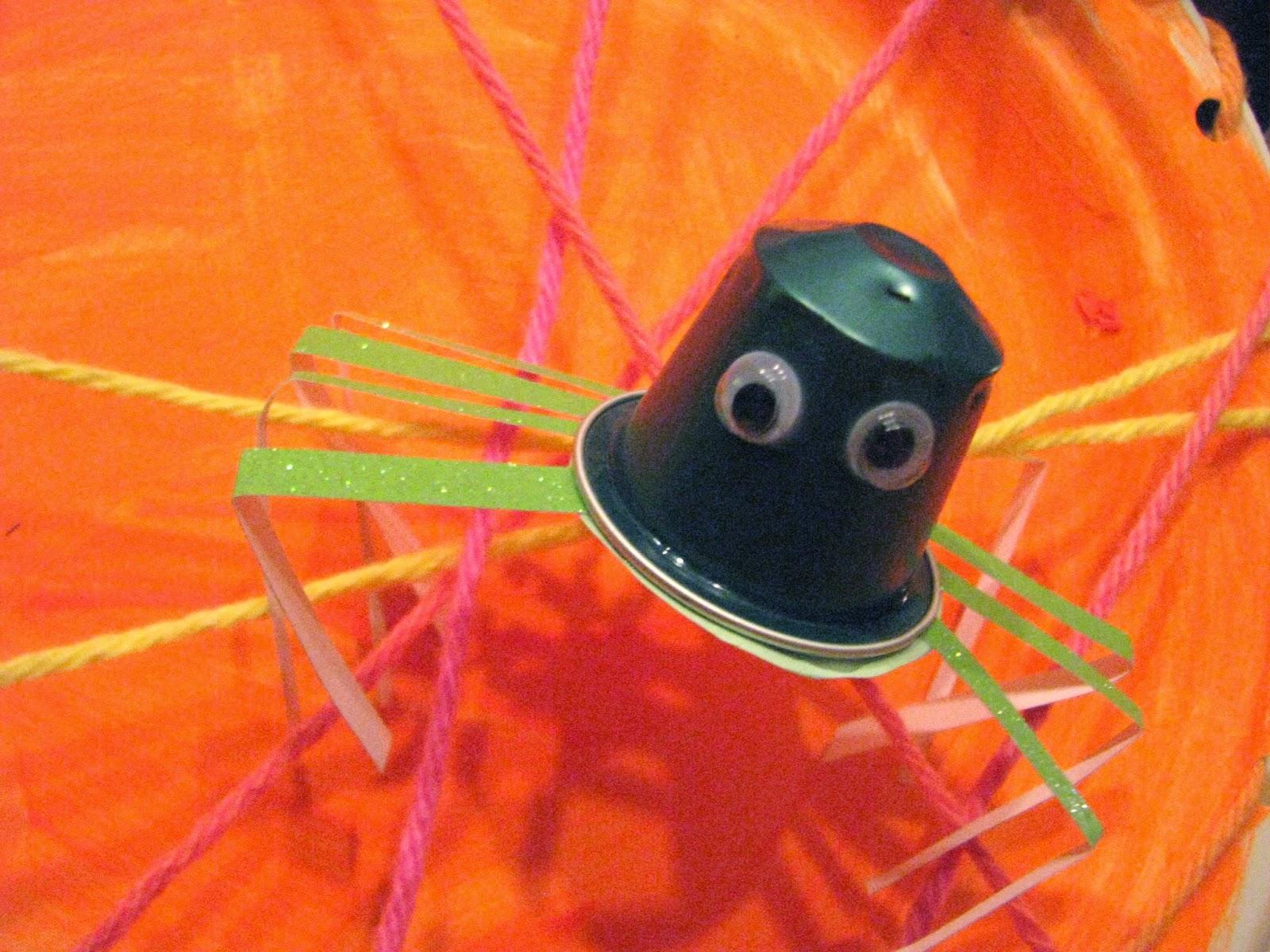 Info garderie araign e dans sa toile un bricolage d 39 halloween pour les enfants - Bricolage d halloween ...