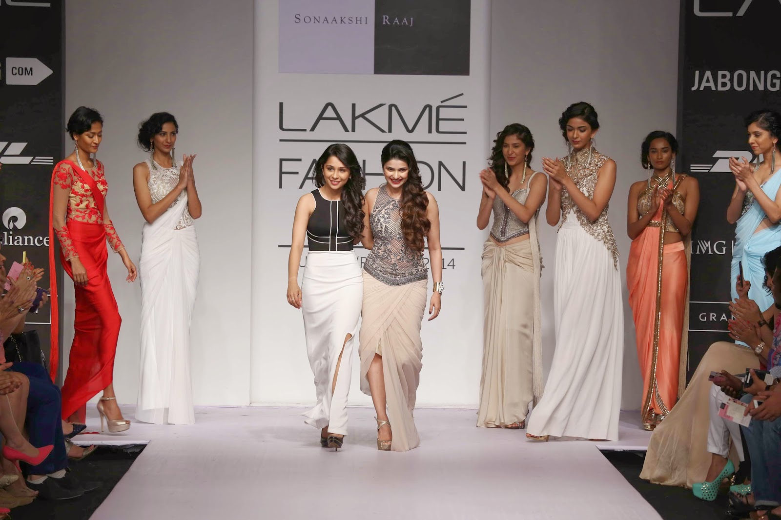 Ending the show was Bollywood star Prachi Desai in a stately lacy corset and moulded draped sari.