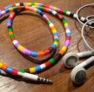 http://todiyornottodiy.blogspot.pt/2013/11/contas-de-plastico-nos-fones.html