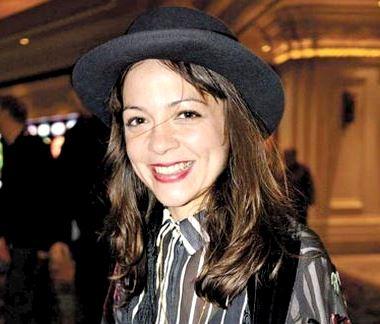 Natalia Lafourcade con bella sonrisa