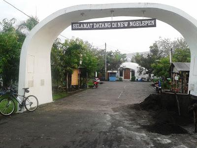 Gerbang di rumah Dome