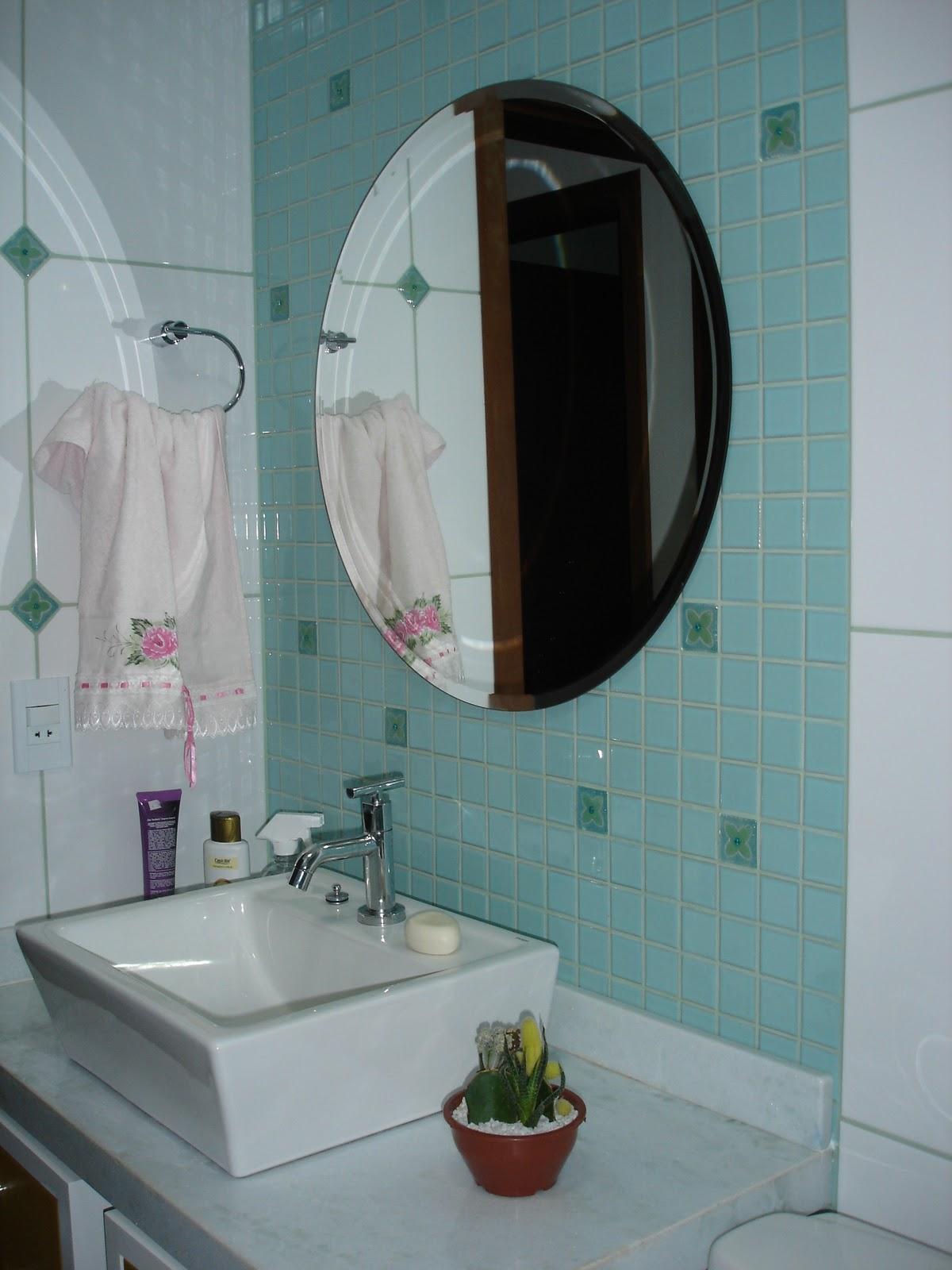 CARLA DE ASSUMPÇÃO: Banheiros residenciais harmonizados #3F5E50 1200x1600 Banheiro Amarelo Feng Shui