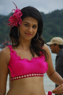 Shraddha Das spicy new Pictures from movie Mugguru