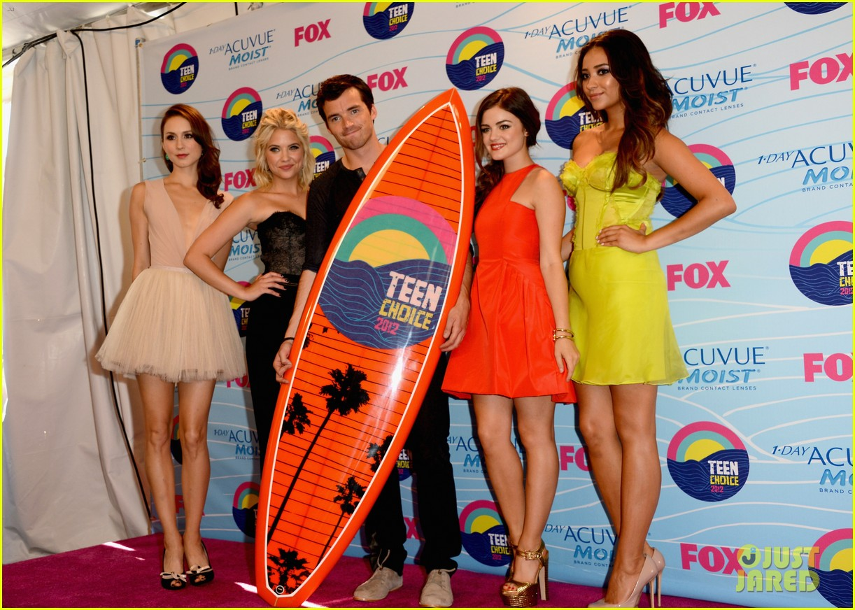 http://2.bp.blogspot.com/-p8KPn6uwQYA/UA0aPbLWhAI/AAAAAAAANA0/2XoLGEby2zQ/s1600/pretty-little-liars-cast-teen-choice-awards-2012-03.jpg
