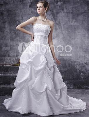Robe de bal A-ligne bretelles robe perlée de mariage en satin de train