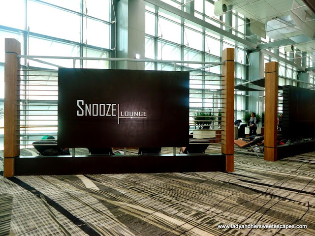 snooze lounge in Changi Airport Singapore