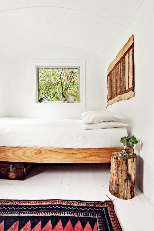 Dormitorio rustico escandinavo en blanco