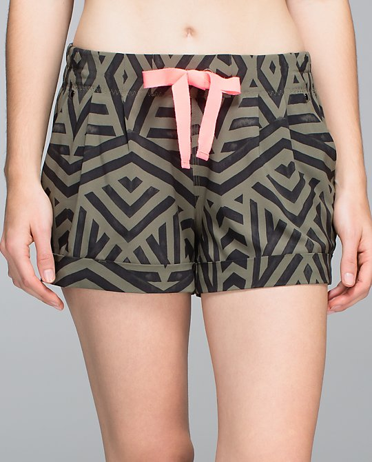 lululemon spring break away chevron shuffle