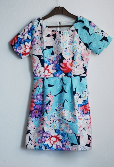 http://www.romwe.com/Blue-Short-Sleeve-Floral-Slim-Dress-p-103621-cat-664.html?utm_source=pomaranczowa-pomarancz.blogspot.com&utm_medium=blogger&url_from=pomaranczowa-pomarancz#_=_