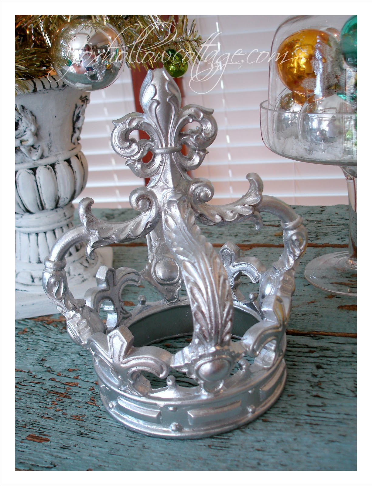 It 39 s a shiny brite christmas with a retro vintage vibe for Christmas crown decoration