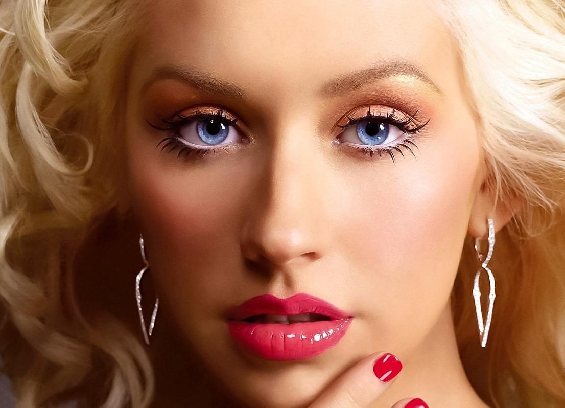 http://2.bp.blogspot.com/-p9XWq_ylIbo/UJh1VDkEcFI/AAAAAAAAJII/yeIZ-bDNFU4/s1600/Christina+Aguilera+redlip.jpg