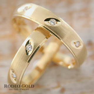 http://www.rodeogold.com/new-engagement-rings/gold-engagement-rings-tcr81564#.UpoNoI2ExAI