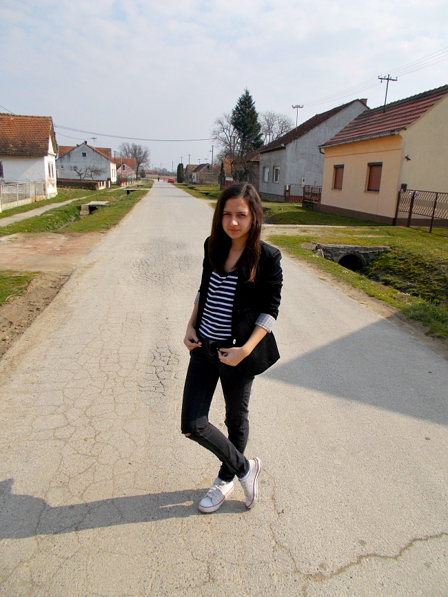 fashion with valentina,fashion with valentina blog,valentina batrac,fashion blogger valentina,spring 2015 outfit,fashion bloggers,croatian fashion bloggers,hrvatski fashion blogovi,black and white outfit,Striped T-Shirt Ripped Jeans,casual outfits,fashion bloggers style