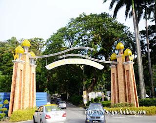 Gerbang Jalan Istana