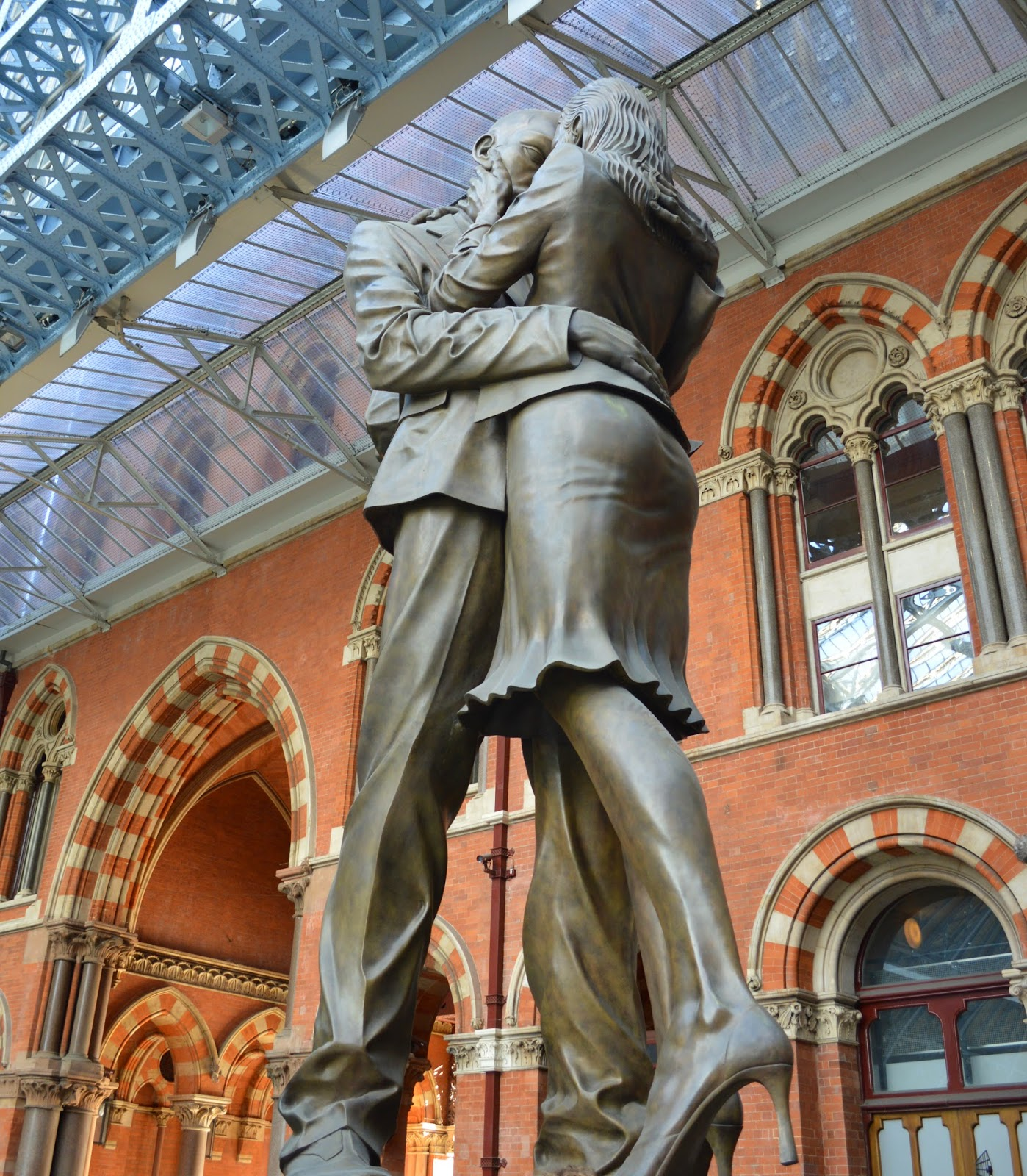 St Pacras Station, London, architecture, photo, photography, railway station, trains, visit, The Meeting Place, stature, Paul Day