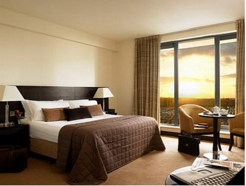 hotel bedroom: