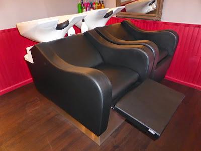 Nouveaux bacs à shampooing au Studio 54, intégrant un lève jambe électrique et un programme de massage shiatsu.