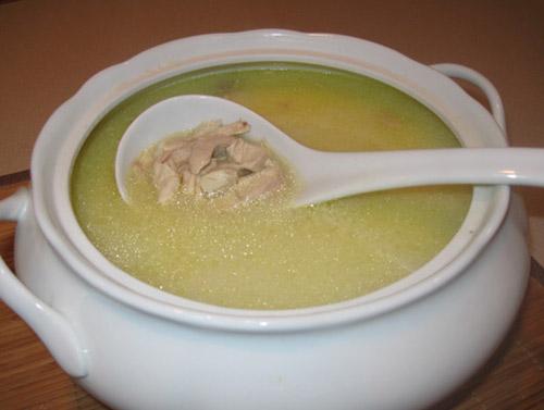 soup gà món ăn dinh dưỡng cho bé khi bé bị ốm