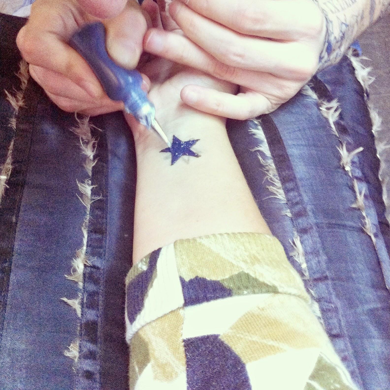 Modèle de tatouage deux lettres calligraphiées Natcalli - Idee De Tatouage Avec Initiale