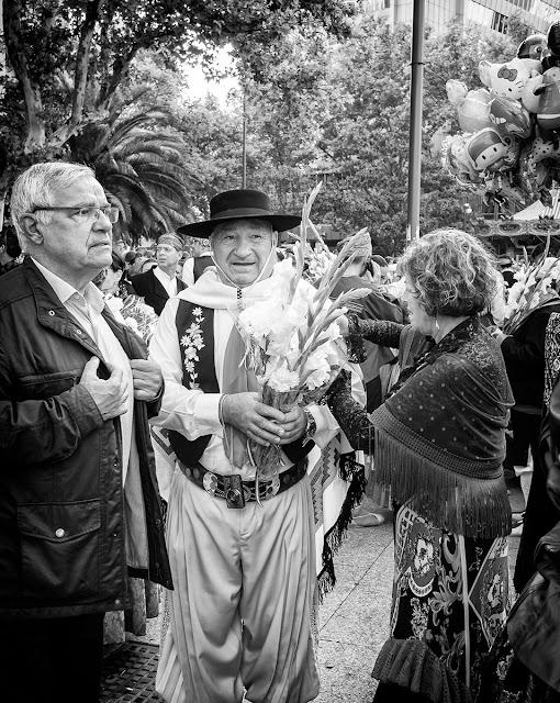 Paseando el dia del Pilar - People - Los otros