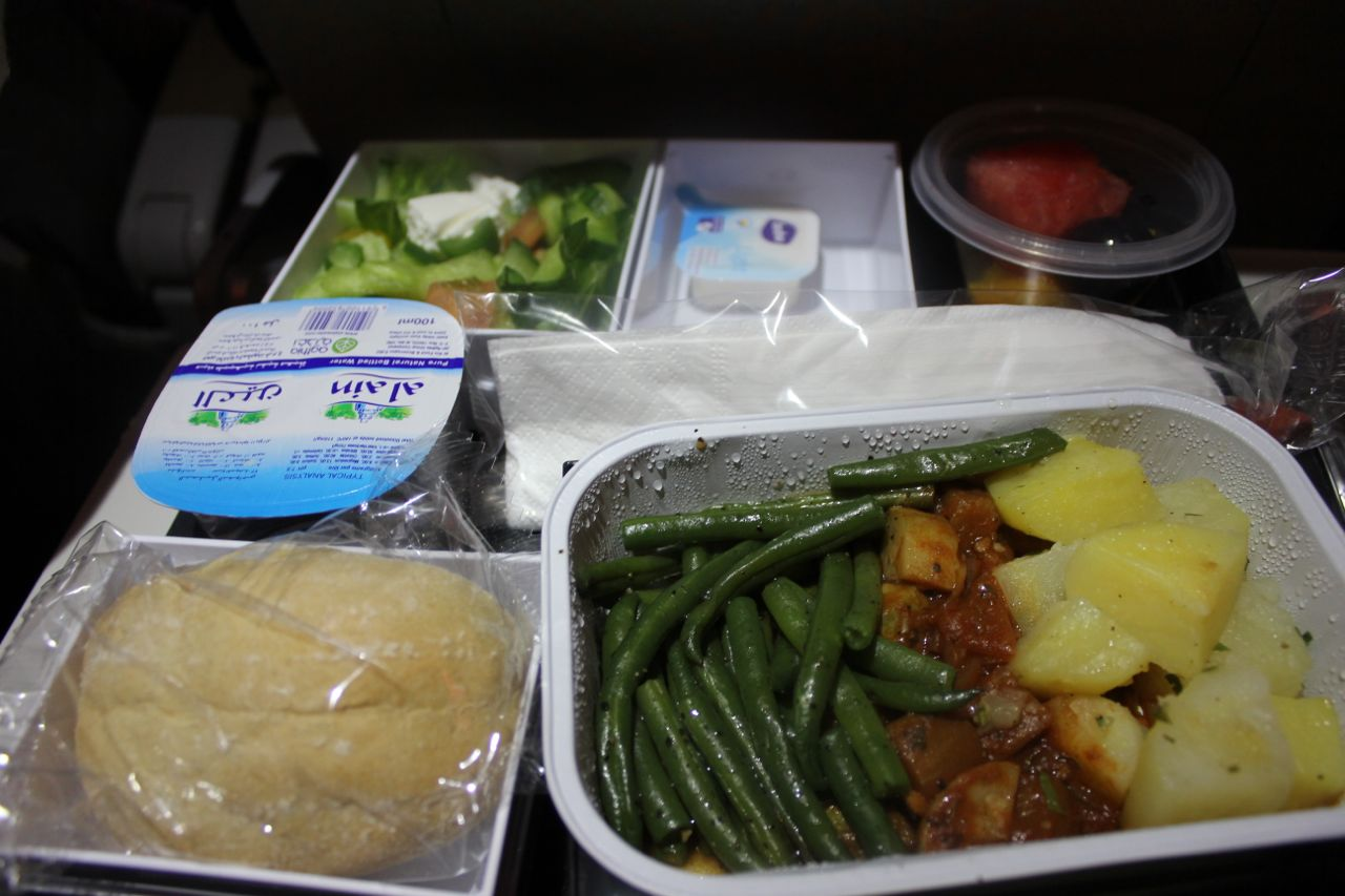 Green Gourmet Giraffe: Plane food: a tale of two vegetarian meals