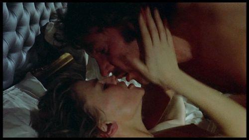 Julie christie donald sutherland escena de sexo