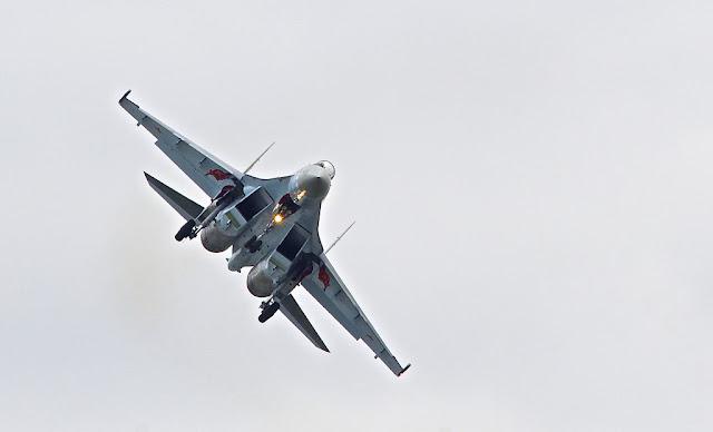 Sukhoi Su-35 landing lights
