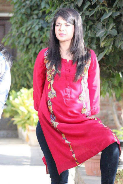 Pakistani Model And Actress Beautiful Sanam Jung Latest Pictures 2013