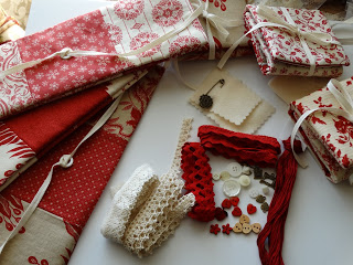 Fourth Day of Christmas Necessaire give-away!