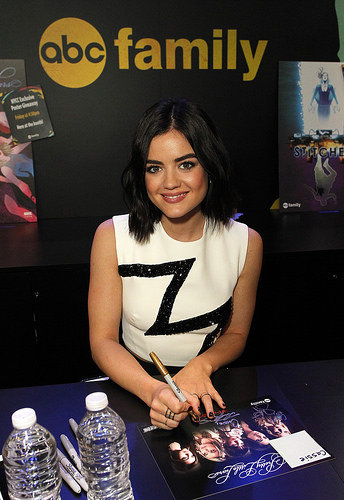Lucy Hale (Aria) signing autographs at New York Comic Con