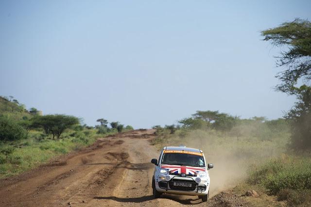 La Panda di Philip Young e Paul Brace lanciata sulle piste africane
