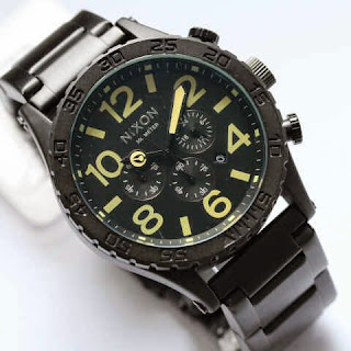 Nixon Monster Hitam Cream