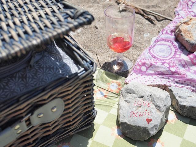 picnic en la playa cesta love