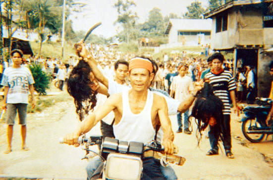 Image Gallery tragedi sampit 2001
