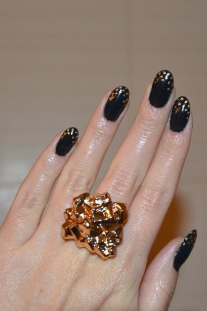 Rockowy glamour na paznokciach