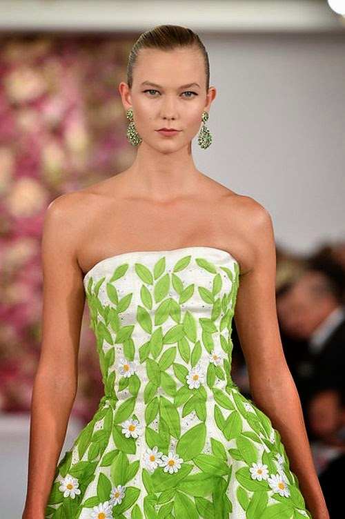 Here the thing. . . . . . .It might just be a tiny bit too impressing, too lovely and too memorable for our liking. Karlie Kloss sandwiched the stage on the runaway for Oscar De La Renta at Mercedes-Benz Fashion Week Spring 2015 in New York on Tuesday, September 9, 2014.