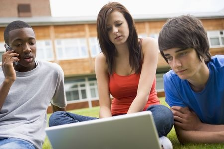 personas mirando ordenador