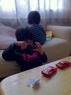 息子が幼稚園に古い携帯電話を持って行き大騒ぎになる
