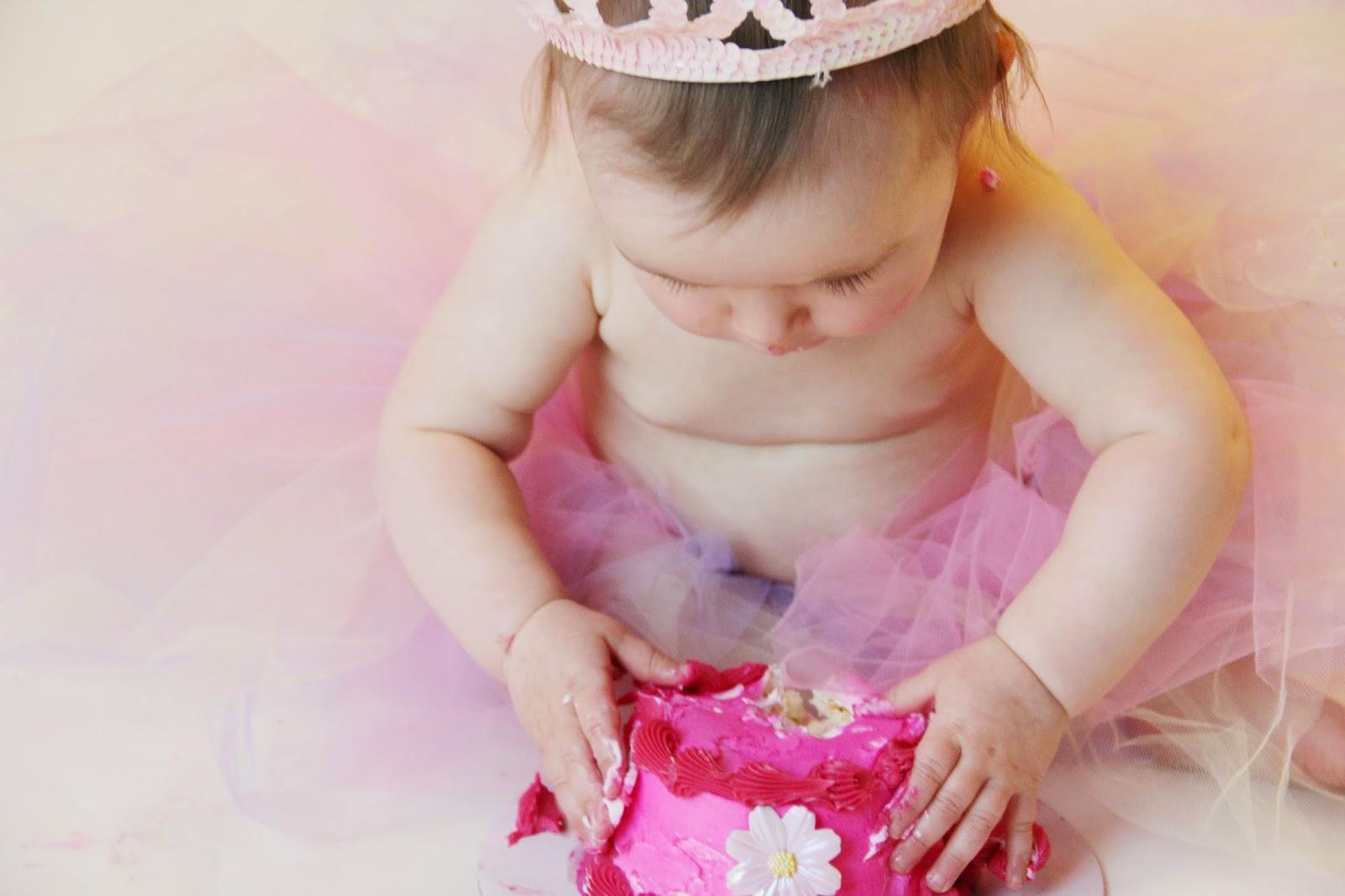 smash cake one year old girl