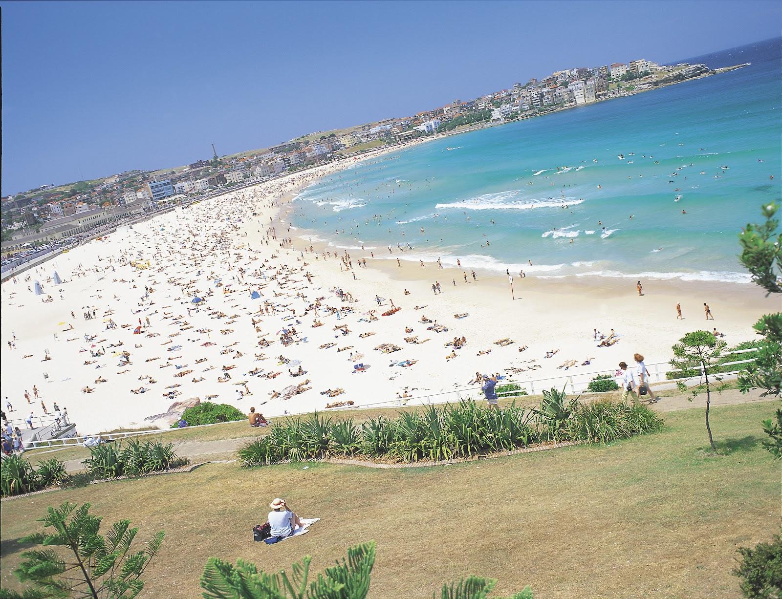 http://2.bp.blogspot.com/-pC70I-UBn1k/T0sMsQ5z2_I/AAAAAAAAAOM/moTGQV5O1Ds/s1600/Bondi+Beach1.jpg