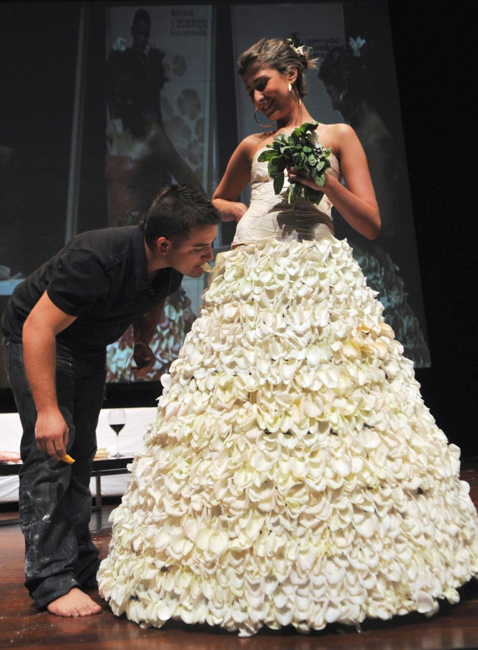 Simply Creative: Bizzare Wedding Dress